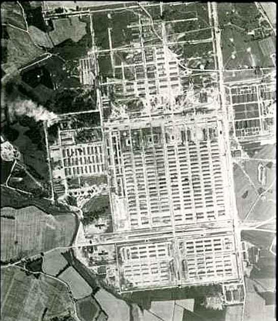 Camp nazi d'extermination d'Auschwitz-Birkenau, photographié par la RAF en 1944