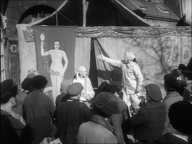 """""""Entrez ! La vérité est ici ! Venez la voir !"""" Garance ou la Vérité, dans Les Enfants du Paradis, de Marcel Carné, sur un scénario de Jacques Prévert, 1945"""