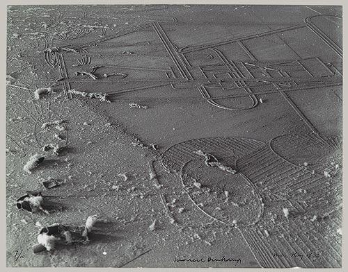 Man Ray, Élevage de poussière (le Grand Verre de Marcel Duchamp), 1920